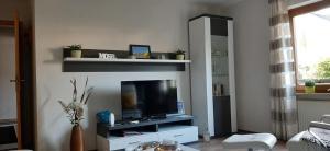 Een TV en/of entertainmentcenter bij Gästehaus Probst