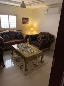 Uma área de estar em Your Ideal Home
