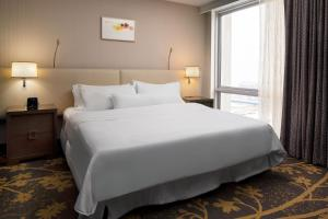 A bed or beds in a room at The Westin Cleveland Downtown
