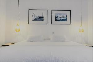 A bed or beds in a room at Comercial Azores Boutique