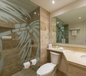 Ein Badezimmer in der Unterkunft The Reef Coco Beach & Spa- Optional All Inclusive