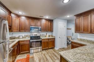 A kitchen or kitchenette at 204 Dry Dock
