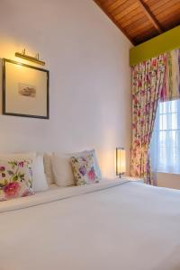 A bed or beds in a room at Jetwing St Andrew's