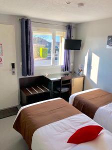 Un ou plusieurs lits dans un hébergement de l'établissement Villa Motel