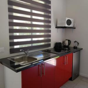 A cozinha ou cozinha compacta de Le Tiki Rouge
