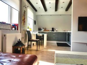 A kitchen or kitchenette at Apartment Nürnberg Nord