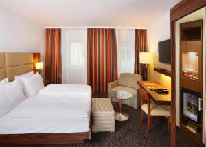 A bed or beds in a room at Hotel IMLAUER Wien