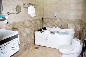 Um banheiro em Alfalah Chalets