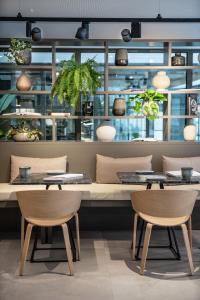 El salón o zona de bar de INNSIDE by Melia Zaragoza