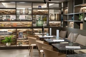 Un restaurante o sitio para comer en INNSIDE by Melia Zaragoza