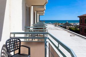 A balcony or terrace at Hotel Adlon