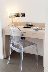 A kitchen or kitchenette at Hotel Adlon