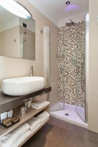A bathroom at Hotel Adlon