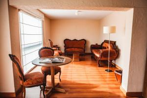 A seating area at BTH Hotel Arequipa Lake