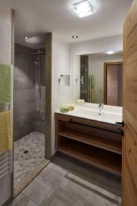 Ein Badezimmer in der Unterkunft Alpenjuwel Rohnenspitze