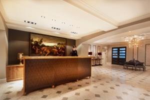 The lobby or reception area at Hotel Ballard