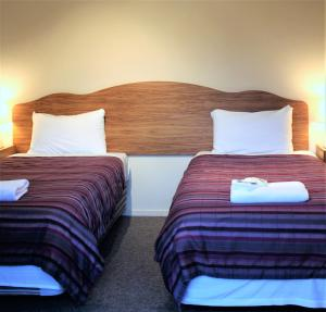 A bed or beds in a room at Owen River Tavern & Motels