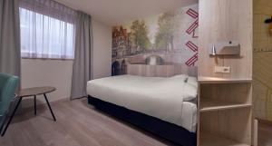 Een bed of bedden in een kamer bij Inntel Hotels Amsterdam Centre