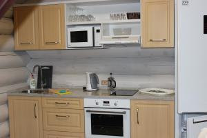 Кухня или мини-кухня в Гелион Парк Отель