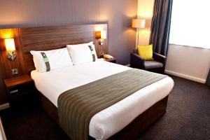 A bed or beds in a room at Holiday Inn Liverpool City Centre, an IHG Hotel