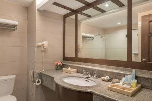 A bathroom at Henann Regency Resort and Spa