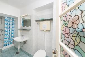 A bathroom at Villa Carmen Rooms & Apartments