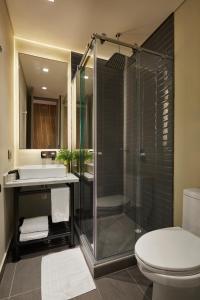 A bathroom at 14 Urban Hotel