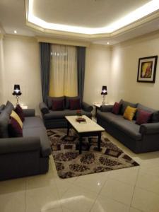 Uma área de estar em Rest Time 2 Furnished Apartments