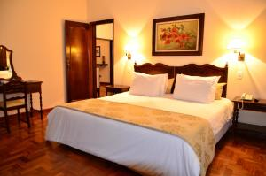 A bed or beds in a room at Hotel Glória Resort & Convention