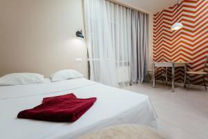 Кровать или кровати в номере Apartment on Lytkina 31