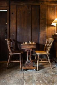 A seating area at Bridge Farmhouse B&B
