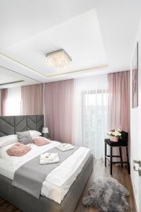 Postel nebo postele na pokoji v ubytování Crystal Luxury Apartments Rakowicka 20H