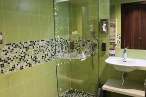 A bathroom at Gardaland Magic Hotel