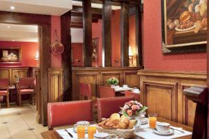 Un restaurante o sitio para comer en Hotel Left Bank Saint Germain