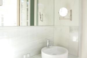 A bathroom at Hotel Pazo de Altamira