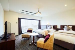 A seating area at Hotel Sonia Otaru