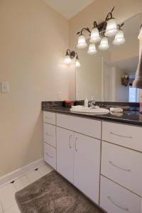 A kitchen or kitchenette at Hammer Creek Hideaway B&B