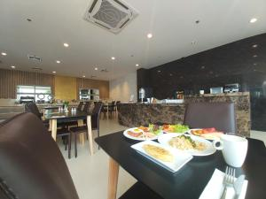 A restaurant or other place to eat at Grand Asoke Residence Sukhumvit