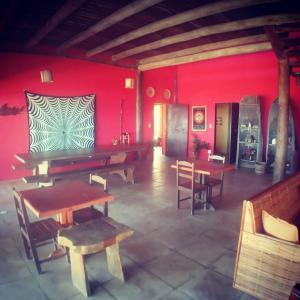 A restaurant or other place to eat at Casa de praia Angatu, pé na areia