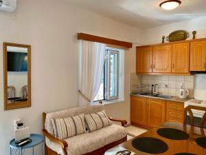 A kitchen or kitchenette at Sofia's House