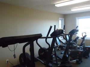 The fitness centre and/or fitness facilities at Auberge Bouctouche Inn & Suites