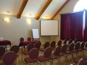 The business area and/or conference room at Auberge Bouctouche Inn & Suites