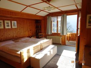 Ein Bett oder Betten in einem Zimmer der Unterkunft Chalet Rosemarie