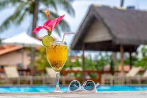 A piscina localizada em Village Paraíso Tropical ou nos arredores