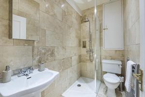 Salle de bains dans l'établissement YKP Apartments - Mornington Crescent
