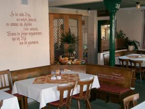 Ein Restaurant oder anderes Speiselokal in der Unterkunft Hotel Gasthof Gaum