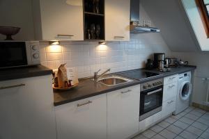 A kitchen or kitchenette at Ferienwohnung Salz und mehr....
