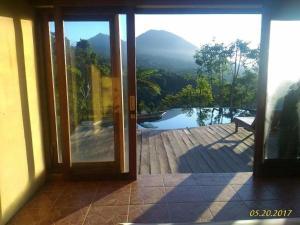 Der Swimmingpool an oder in der Nähe von D'wan Tea Mountain Side