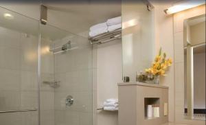 A bathroom at Gold Coast Hotel and Casino