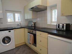 A kitchen or kitchenette at Homely and well appointed Priory Apartment by Cliftonvalley Apartments